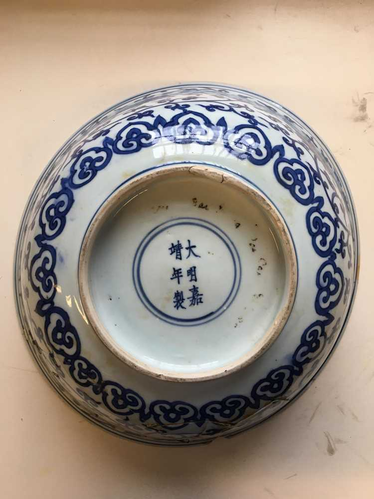 LARGE BLUE AND WHITE 'LOTUS' BOWL JIAJING MARK AND POSSIBLE OF KANGXI PERIOD - Image 5 of 30