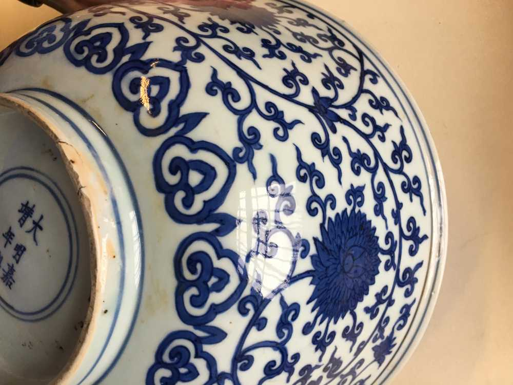 LARGE BLUE AND WHITE 'LOTUS' BOWL JIAJING MARK AND POSSIBLE OF KANGXI PERIOD - Image 12 of 30