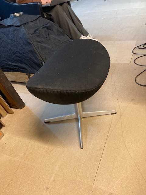Arne Jacobsen (Danish 1902-1971) Egg Chair and Ottoman - Image 6 of 7