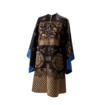 BLACK-GROUND SILK EMBROIDERED 'SHOU' OVERCOAT LATE QING DYNASTY-REPUBLIC PERIOD, 19TH-20TH CENTURY