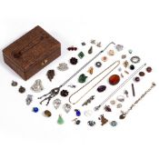A SMALL JEWELLERY BOX containing various paste brooches, earrings and other items of jewellery At