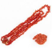 A 19TH CENTURY CORAL NECKLACE with yellow metal clasp together with a coral flower decorated