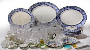 A SMALL QUANTITY OF GLASSWARE AND CERAMICS to include a set of six vine engraved wine glasses,