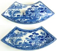 A 19TH CENTURY SPODE POTTERY BLUE AND WHITE INDIAN HUNTING SERIES PATTERN SUPPER DISH AND COVER