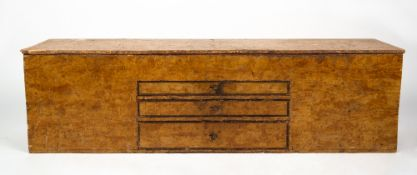 A 19TH CENTURY SCUMBLE DECORATED ARTIST'S OR TRADESMAN'S BOX with lifting lid and compartments