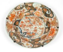AN EARLY 18TH CENTURY JAPANESE PORCELAIN IMARI CHARGER decorated with exotic birds, flowers and rock