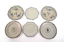 A PAIR OF 18TH CENTURY OCTAGONAL PEARLWARE PLATES with feathered edges, 19.5cm wide together with