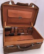 AN EARLY TO MID 20TH CENTURY TAN LEATHER VANITY CASE