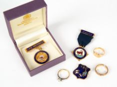 A 9 CARAT GOLD SIGNET RING, a yellow metal white stone inset solitaire ring and a damaged 9 carat
