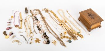 A COLLECTION OF COSTUME JEWELLERY to include cultured pearl necklace and a yellow metal chain marked