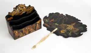 A 19TH CENTURY BLACK LACQUERED PAPIER MACHE AND CHINOISERIE DECORATED FACE SCREEN FAN with carved