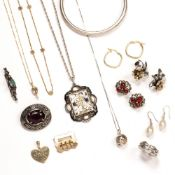 Collection of gold and costume jewellery to include: 9ct gold floral necklace chain, 9ct gold
