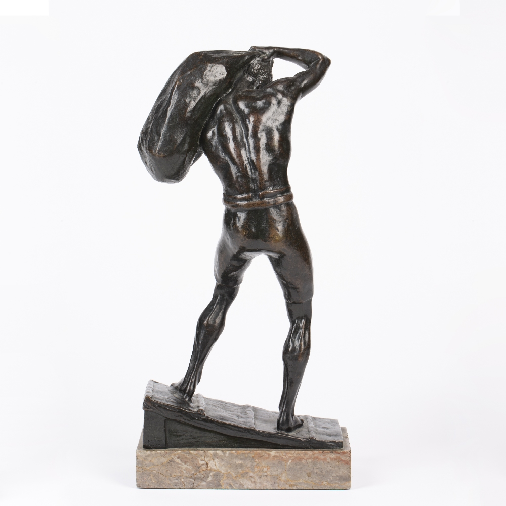 AN EARLY 20TH CENTURY AUSTRIAN SCHOOL BRONZE FIGURE, hauling a sack above his head, circa 1910 - Image 2 of 4
