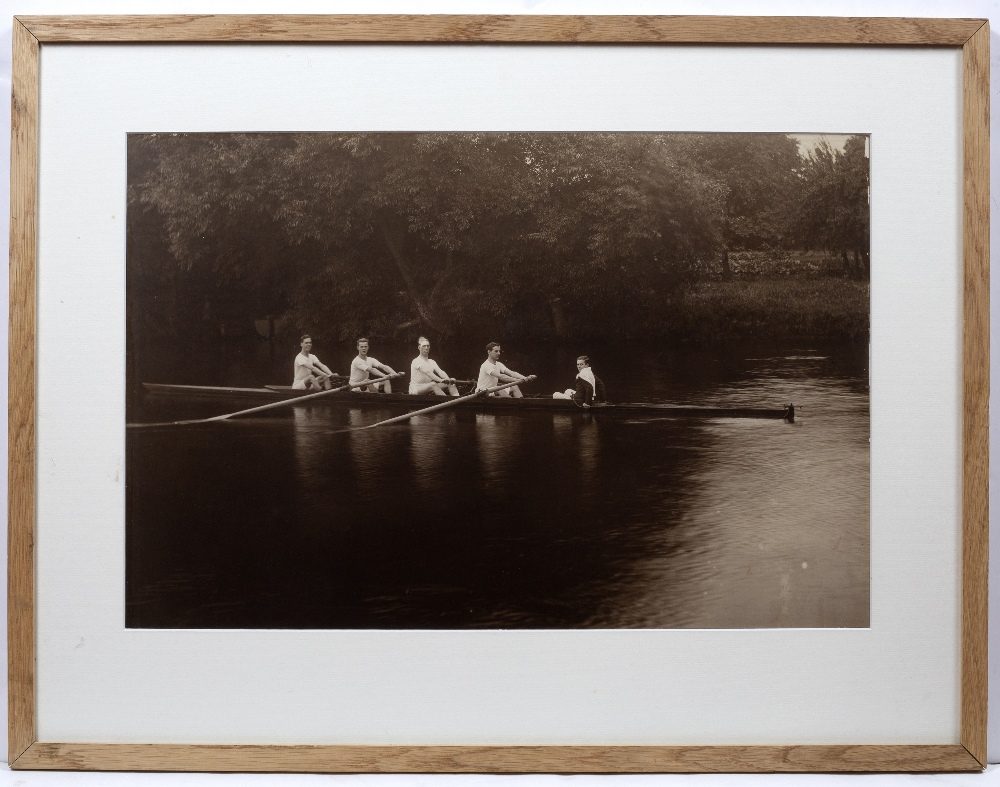 ROWING INTEREST: A CARBON PRINT PHOTOGRAPH OF A COXED FOUR, OXFORD ROWING TEAM circa 1900, 40 x - Image 2 of 3