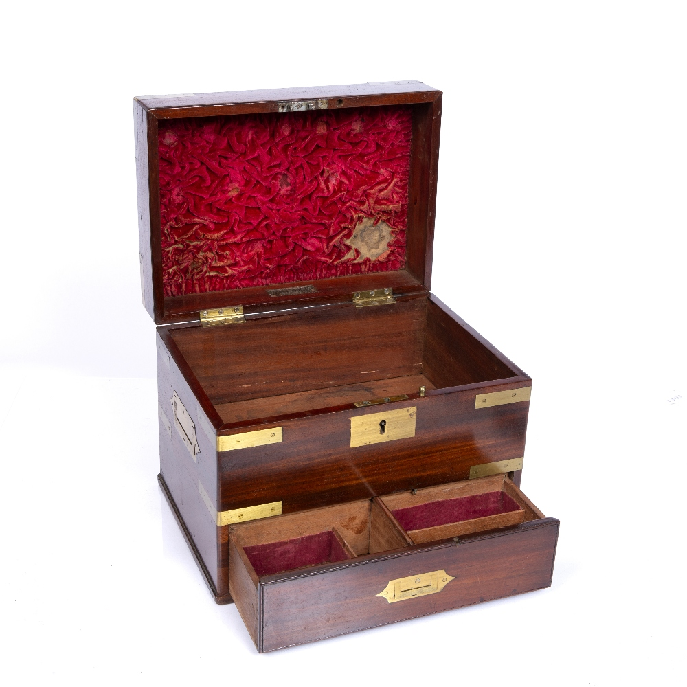 A GEORGE III MAHOGANY AND BRASS MOUNTED TABLE TOP BOX with hinged lid, drawer below and recessed - Image 3 of 3