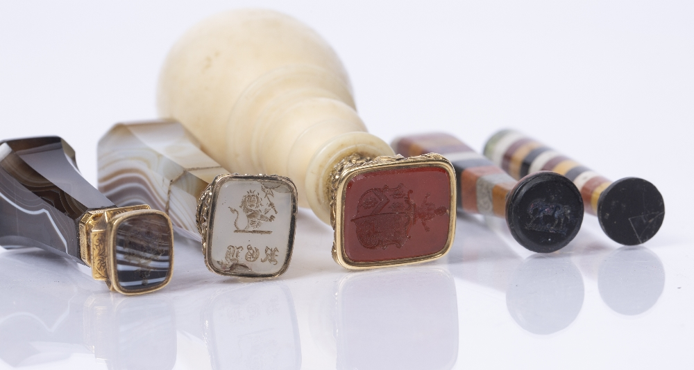 A 19TH CENTURY SEAL with turned ivory handle, two agate handled seals and two coloured stone - Image 2 of 2