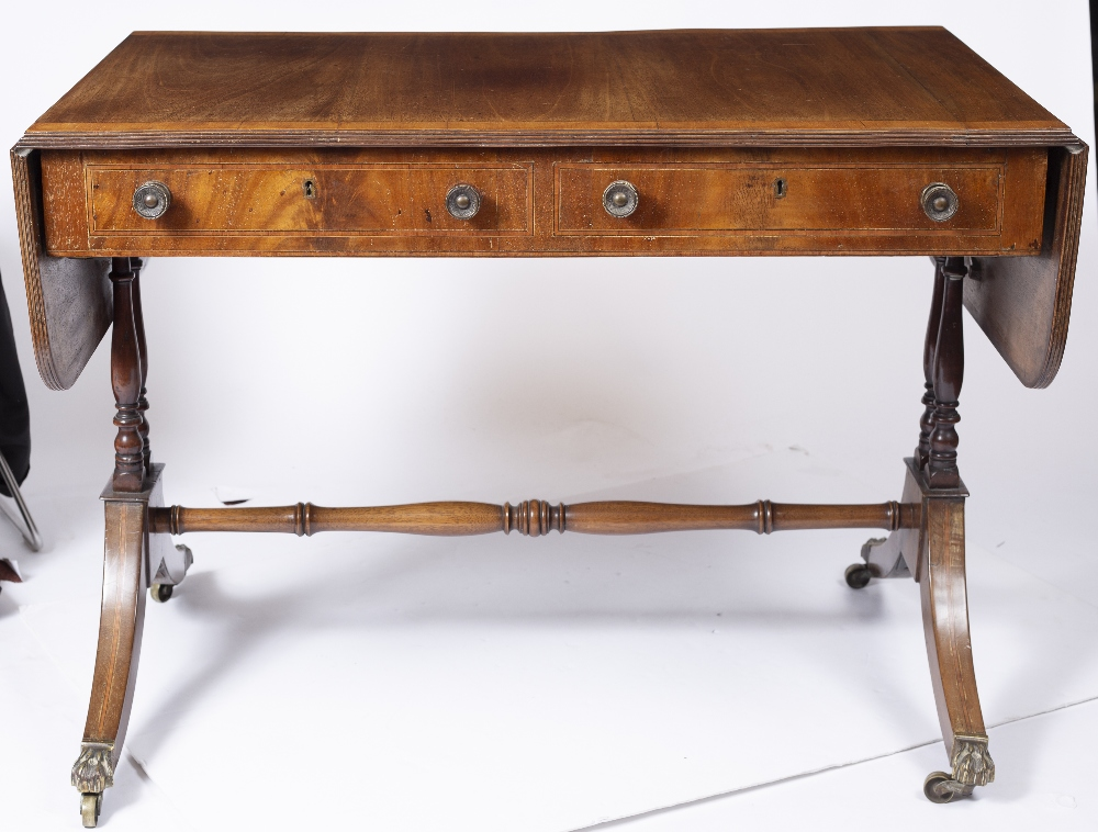 A REGENCY MAHOGANY SOFA TABLE, the top with a satinwood banded edge above two frieze drawers, twin - Image 4 of 4