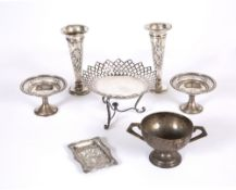 A small group of silver to include an early 20th century pierced silver tazza with a shaped edge and