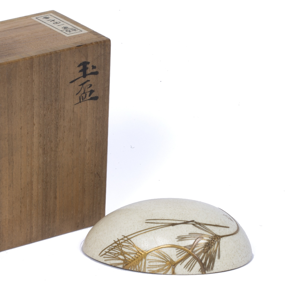 Bowl formed by an ostrich egg Japanese, early Meiji the exterior decorated in gold takamakie with - Image 2 of 3