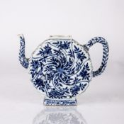 Blue and white teapot Chinese, Kangxi period (1662-1722) with a moulded body painted with a