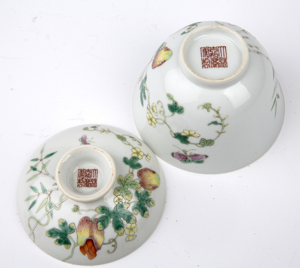 Porcelain bowl and cover Chinese painted with fruit, butterflies and flowers, with Jiaqing - Image 4 of 4