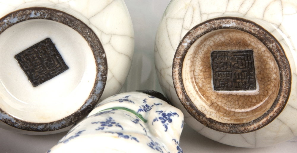 Group of ceramics Chinese including a famille verte calligraphy teapot, 20cm high, a famille verte - Image 6 of 9