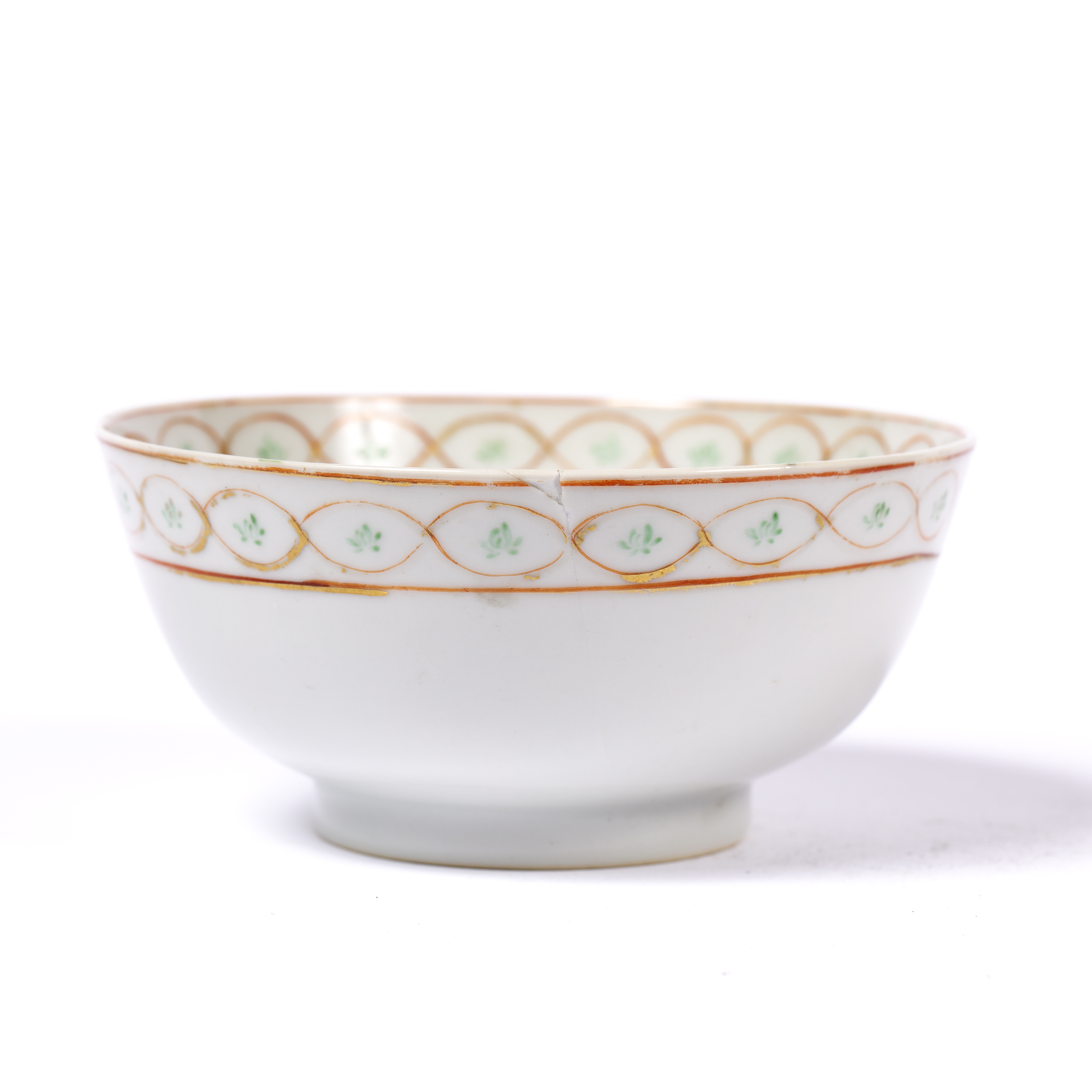 Porcelain sweetmeat dish Chinese, Qianlong of circular form and greenish celadon-type glaze, with - Image 2 of 4