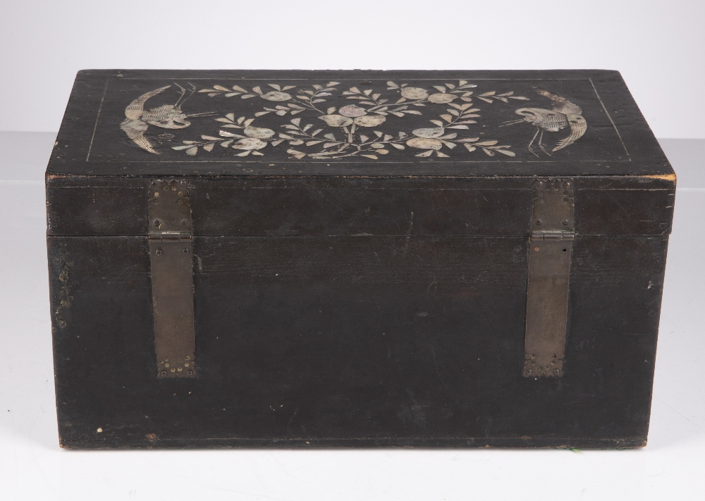 Lacquer and mother of pearl box Korean, Joseon dynasty having panels of peaches and herons to the - Image 5 of 5