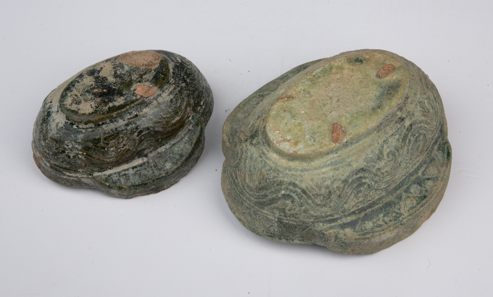 Green glazed pottery vessel Chinese decorated to the exterior with incised lines and two raised - Image 3 of 3
