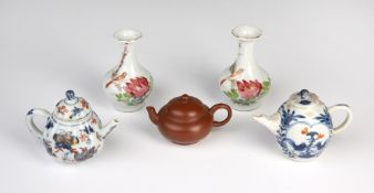 Group of ceramics Chinese to include a pair of vases depicting a bird amongst flowers 9cm high, a