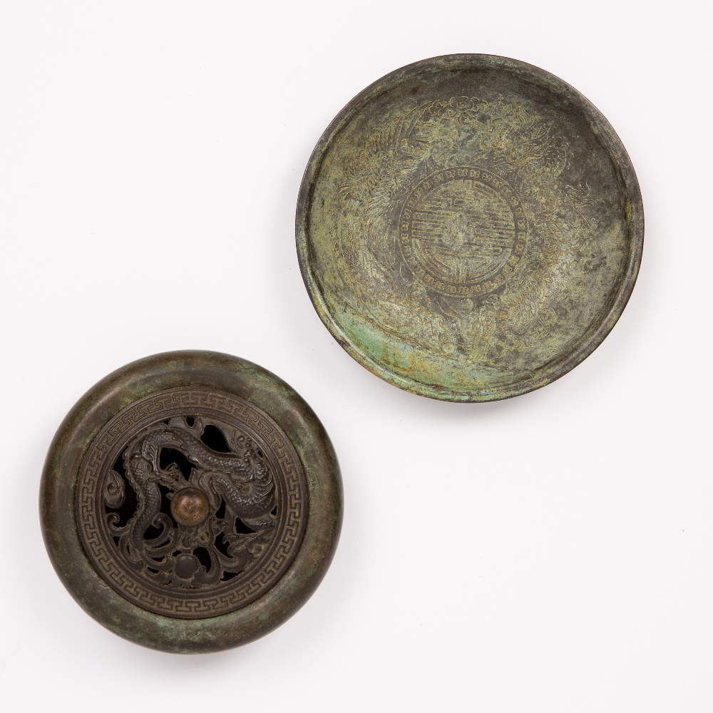 Small bronze censer and lid Chinese, 19th Century with pierced dragon cover and single character - Image 3 of 6