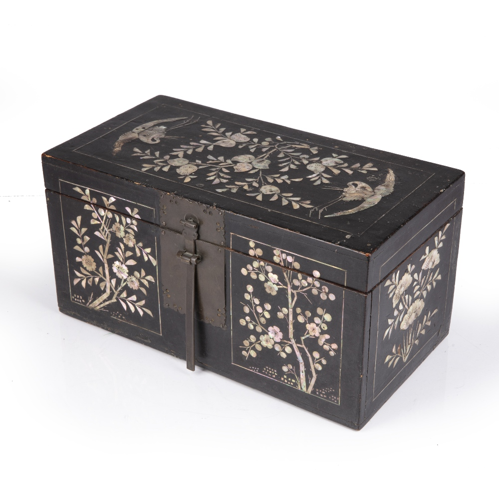 Lacquer and mother of pearl box Korean, Joseon dynasty having panels of peaches and herons to the - Image 3 of 5
