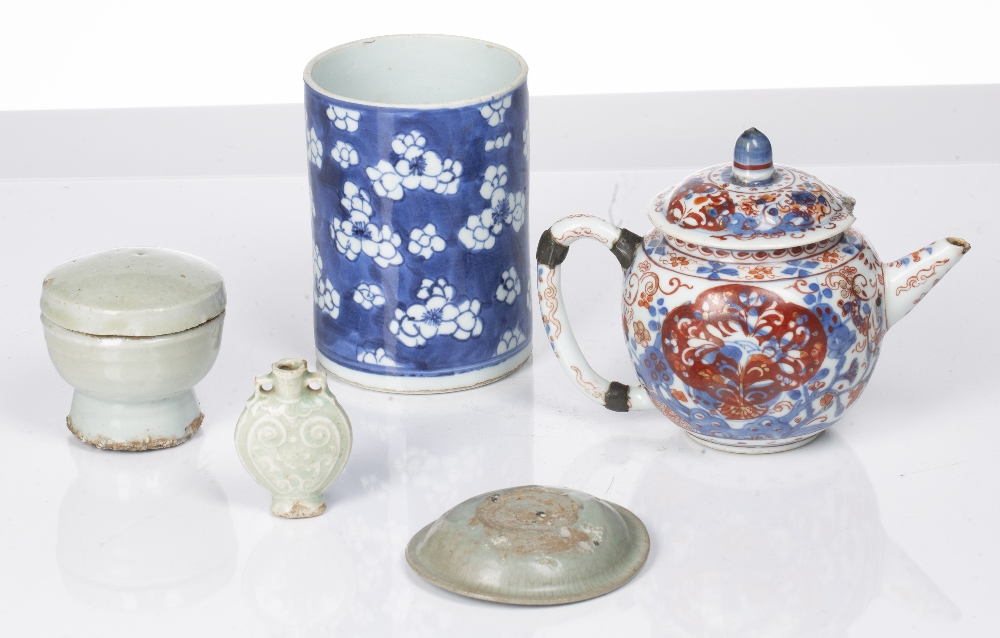 Blue and white prunus brush pot Chinese,19th Century 12.5cm high, three small pieces of celadon - Image 2 of 3