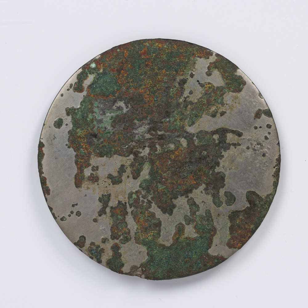 Silvered bronze circular mirror Chinese cast with a central knob surrounded by a patterned ground, - Image 2 of 2