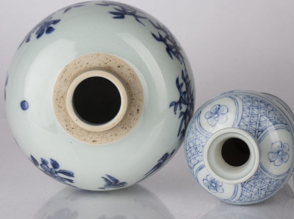 Blue and white globular vase Chinese decorated to the body with birds perched on a branch, 17.5cm - Image 4 of 4