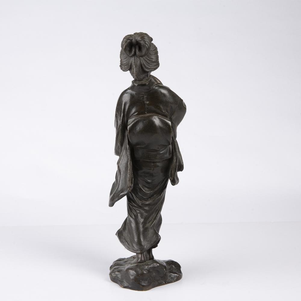 Bronze figure of a Geisha Japanese, Meiji period the figure depicted walking holding her kimono - Image 2 of 4