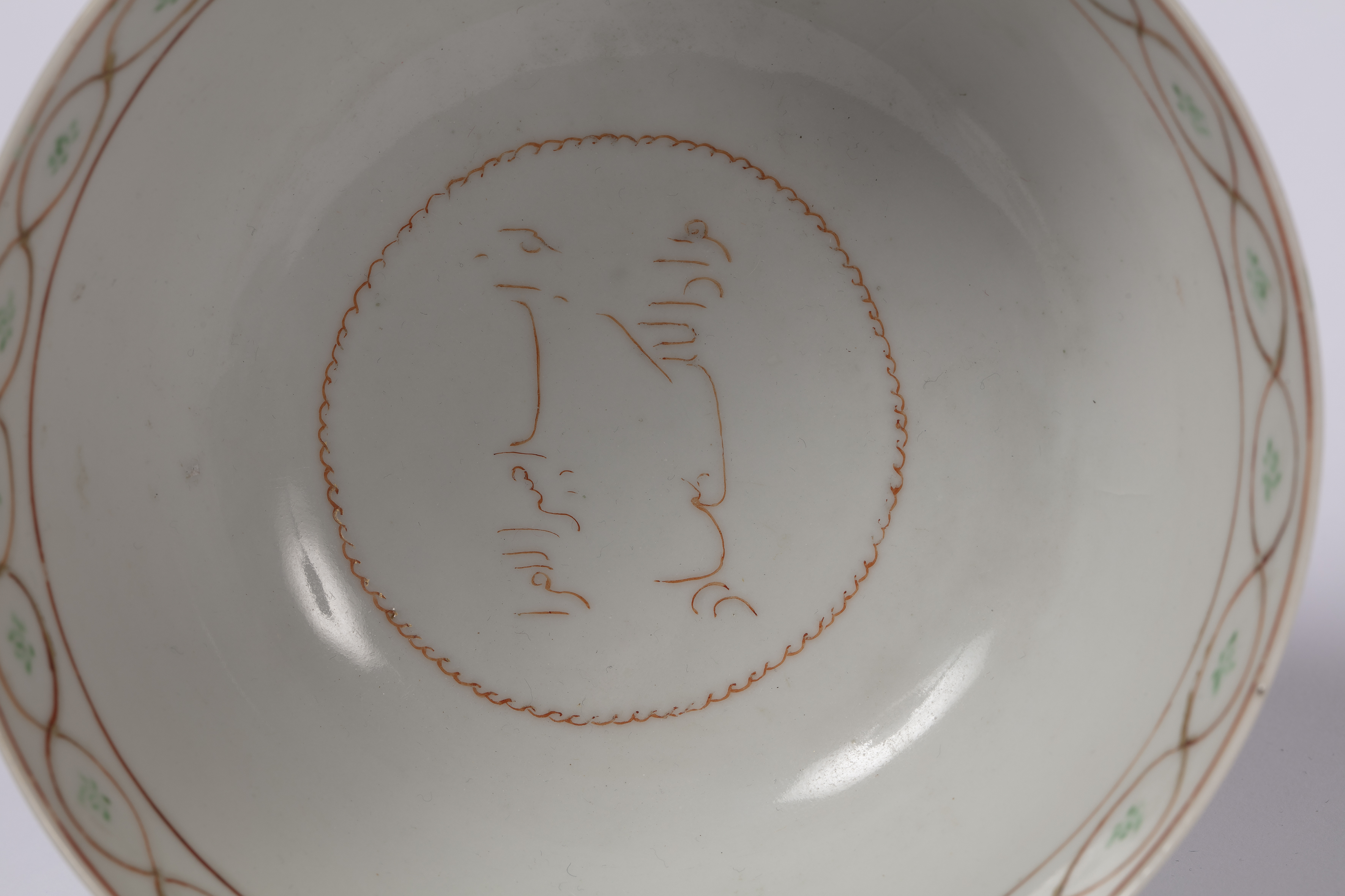 Porcelain sweetmeat dish Chinese, Qianlong of circular form and greenish celadon-type glaze, with - Image 4 of 4
