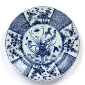 Blue and white plate Chinese, Kangxi period (1662-1722) decorated to the centre with a lotus
