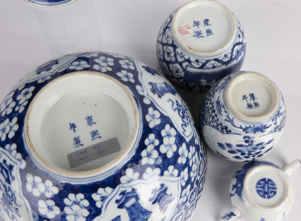 Group of blue and white porcelain Chinese to include a bowl decorated to the exterior with - Image 2 of 3