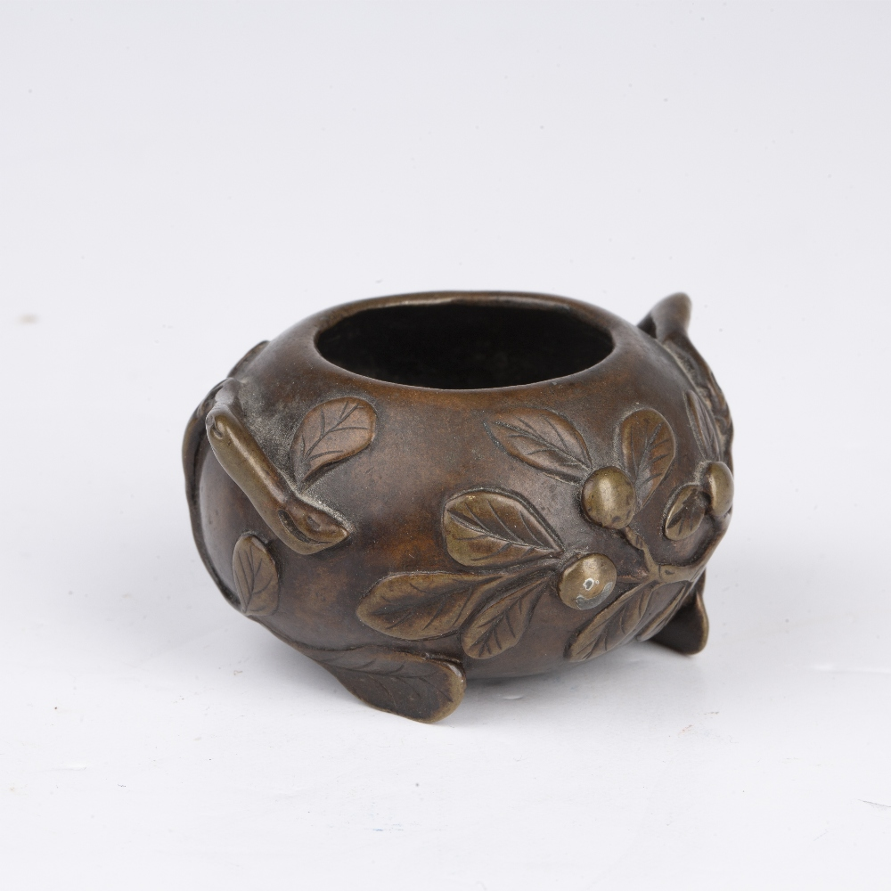 Scholars miniature bronze brush washer Chinese, Ming period (1368-1644) cast to the exterior with - Image 2 of 5