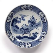 Blue and white saucer dish Chinese, Kangxi period (1662-1722) with to the centre with a hunting