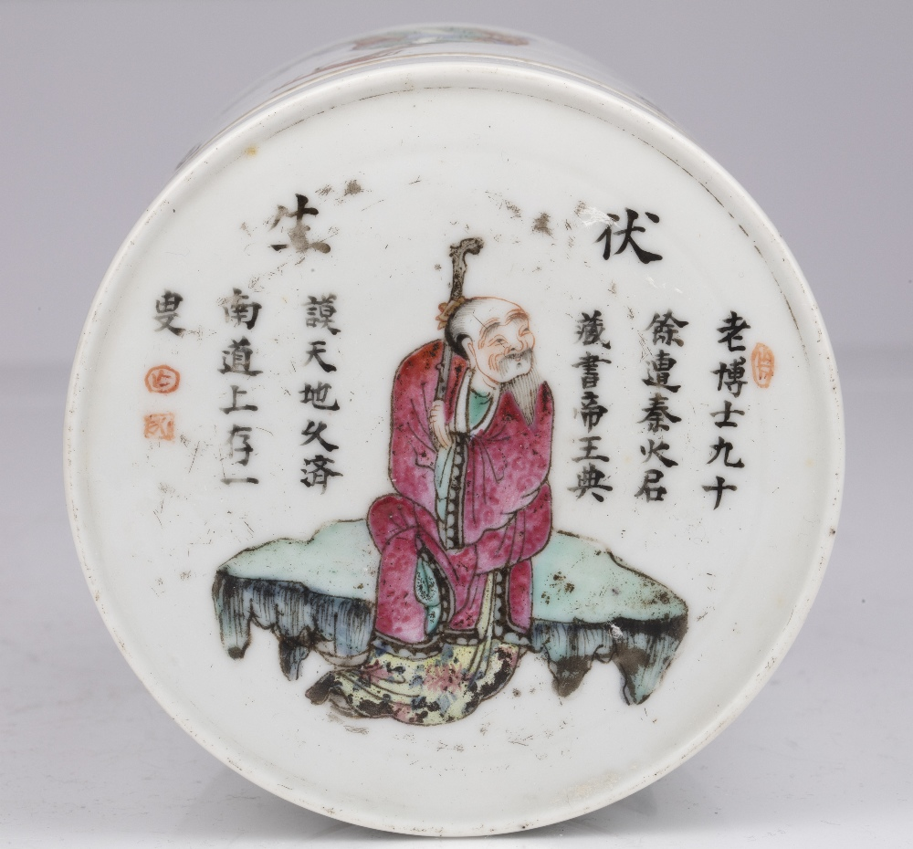 Famille rose porcelain box and cover Chinese, 19th Century painted with figures and inscriptions - Image 4 of 4