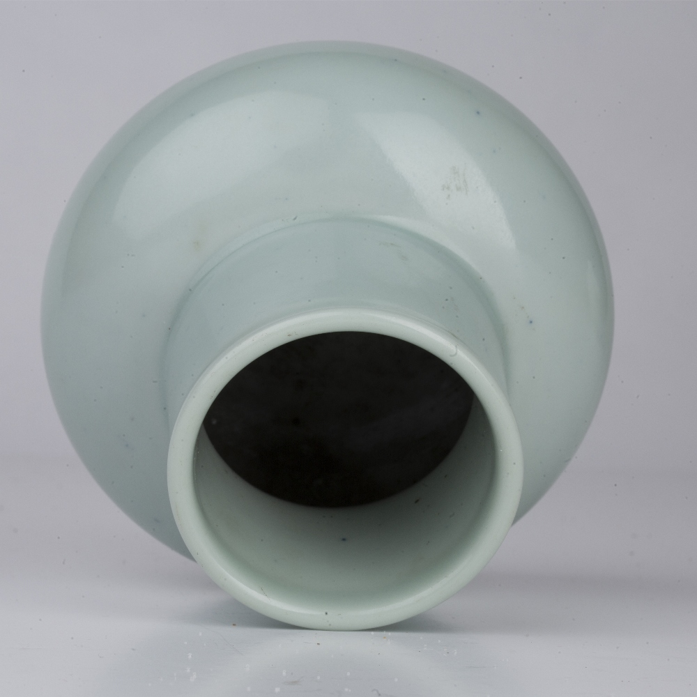 Small pale celadon vase Chinese the ovoid vase with blue Yongzheng mark in Zhuanshu script, 11cm - Image 4 of 4