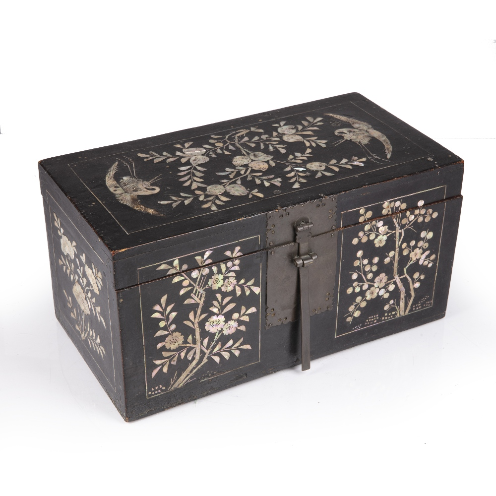 Lacquer and mother of pearl box Korean, Joseon dynasty having panels of peaches and herons to the - Image 2 of 5