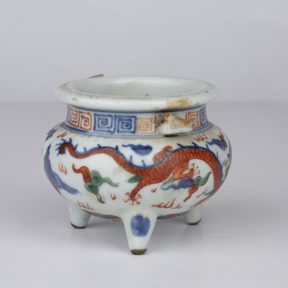 Wucai tripod censer Chinese, 19th Century decorated around the sides with dragons chasing the - Image 2 of 4