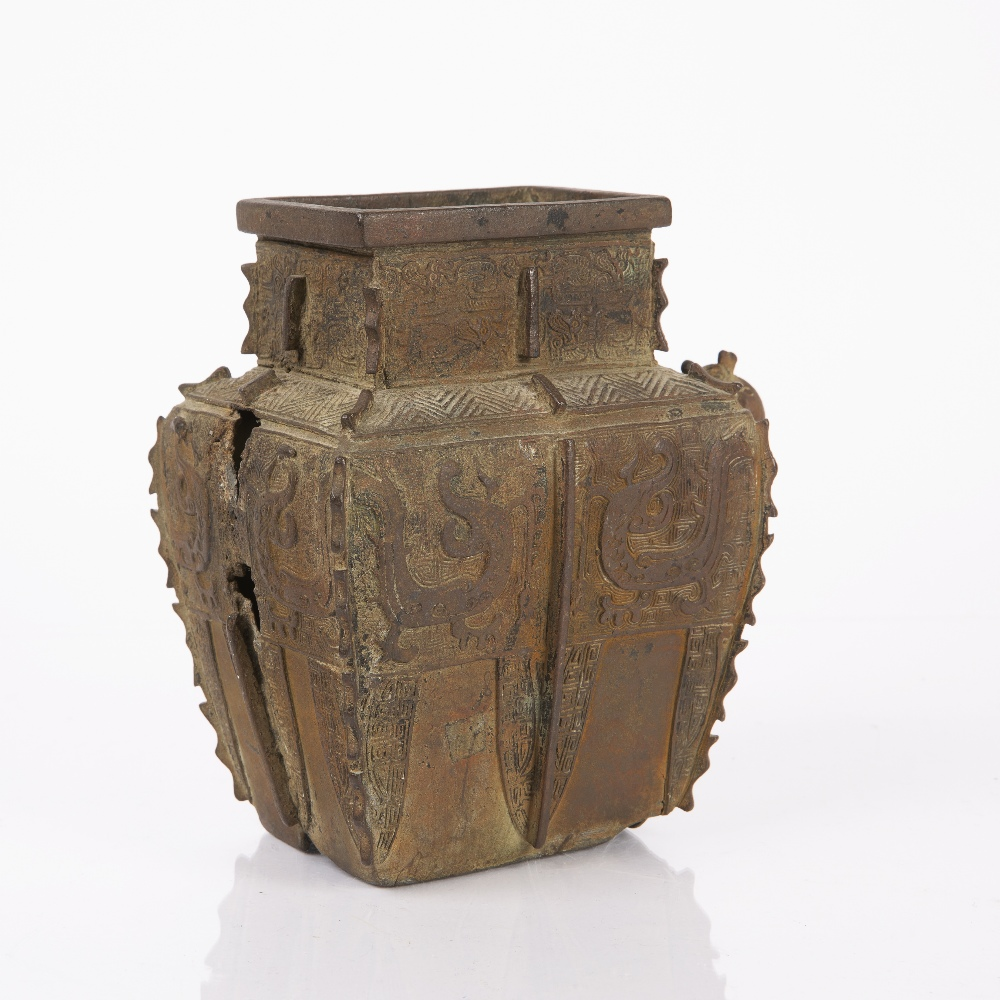 Bronze Shang style wine vessel Chinese, 17th/18th Century with archaic dragon and tao-tie designs, - Image 2 of 7