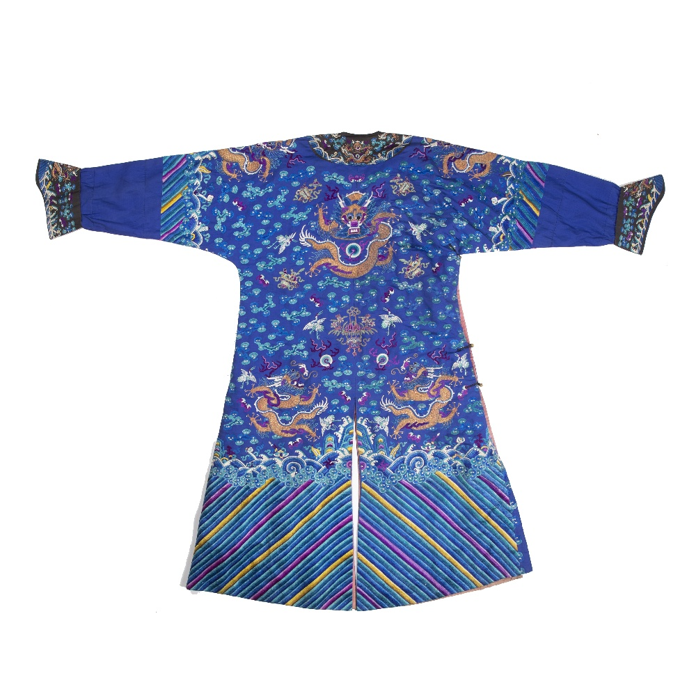 Silk dragon robe Chinese decorated to the centre with a five clawed dragon, with two further dragons - Image 2 of 2