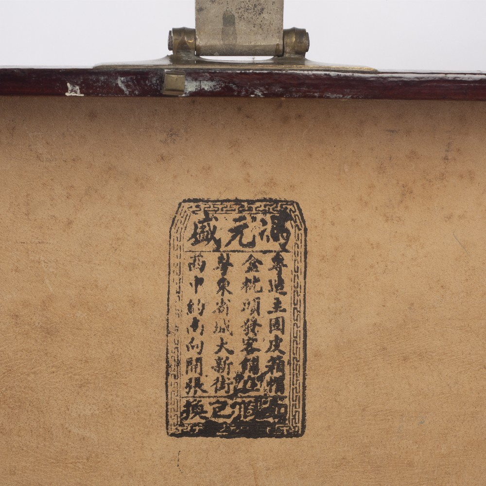 Export red lacquer box Chinese, 19th/20th Century densely decorated in gilt lacquer with butterflies - Image 6 of 6
