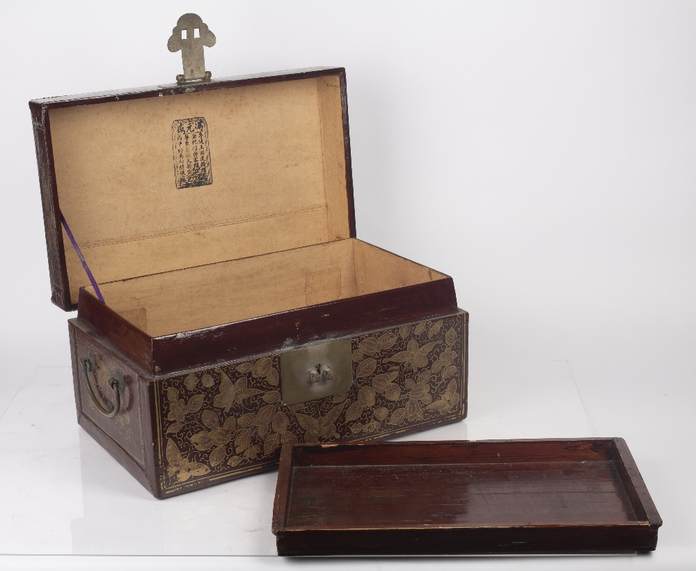 Export red lacquer box Chinese, 19th/20th Century densely decorated in gilt lacquer with butterflies - Image 5 of 6
