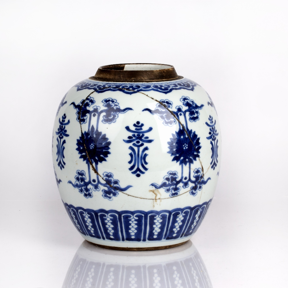 Blue and white jar Chinese, Kangxi period (1662-1722) decorated to the body with lotus blossoms